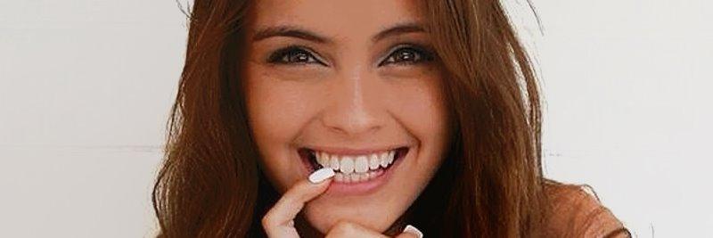 Mädchen mit gesunden Zähnen